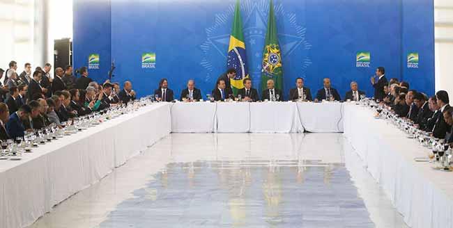 Bolsonaro recebe bancada da Frente Parlamentar Evangélica - Bolsonaro recebe Frente Parlamentar Evangélica