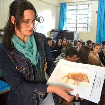 Cíntia Medianeira Bitencourt - Professora da Rede Municipal de Santa Maria é finalista do Prêmio Educador Nota 10