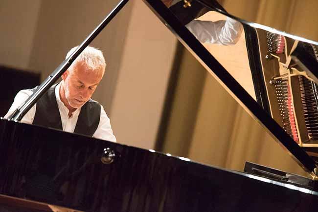 Jean Francois Dichamp anade barroco FEX 1261683918 86827186 1534x1024 - Pianista Jean-François Dichamp se apresenta dia 8 em Porto Alegre