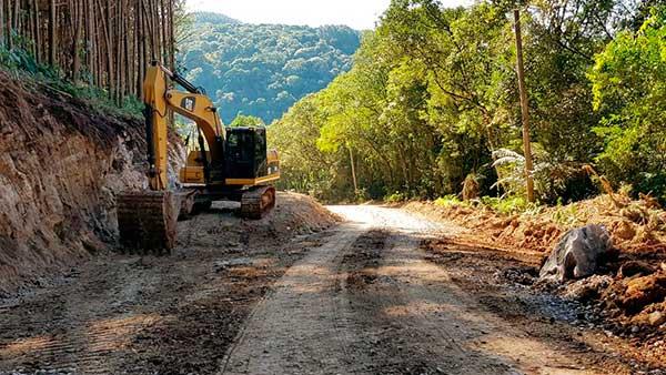 Obras na estrada entre Vila Oliva e Gramado 1 - Obras na estrada entre Vila Oliva e Gramado causa interrupção no tráfego