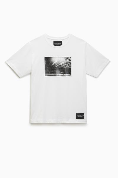 blusa ckj fem m c andy warhol rodeo de  r  179 00por  r  134 00 web  - Calvin Klein lança nova coleção inspirada em Andy Warhol