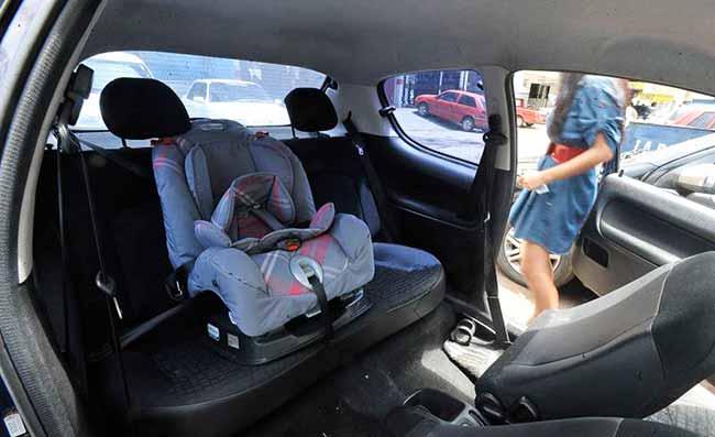 cadeirinhas carro - Cartilha orienta pais sobre transporte correto de crianças em veículos