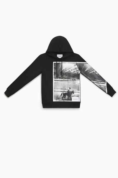 casaco ckj  andy warhol rodeo   preto de  r  459 00 por  r  298 00  web  - Calvin Klein lança nova coleção inspirada em Andy Warhol