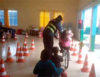 crianças trânsito pelotas aulas 1 - Pelotas: projeto de trânsito ensina mobilidade a crianças nas escolas