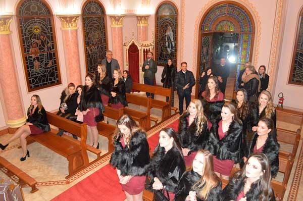 evento no Castelo da família Castellan 7 - Família Castellan recebe Embaixatrizes da FenaVindima em seu Castelo