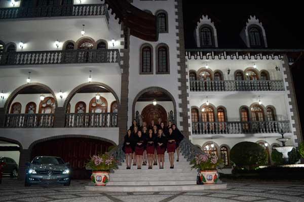 evento no Castelo da família Castellan 8 - Família Castellan recebe Embaixatrizes da FenaVindima em seu Castelo