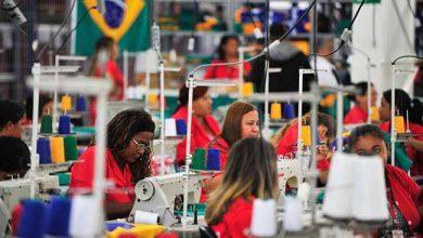 indust 390x220 - Consumo de bens industrias varia 0,1% em maio