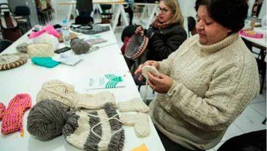 lã pelotas rs mulheres 3 390x220 - Pelotas: Cursos para confecção em lã de ovelha atraiu mulheres