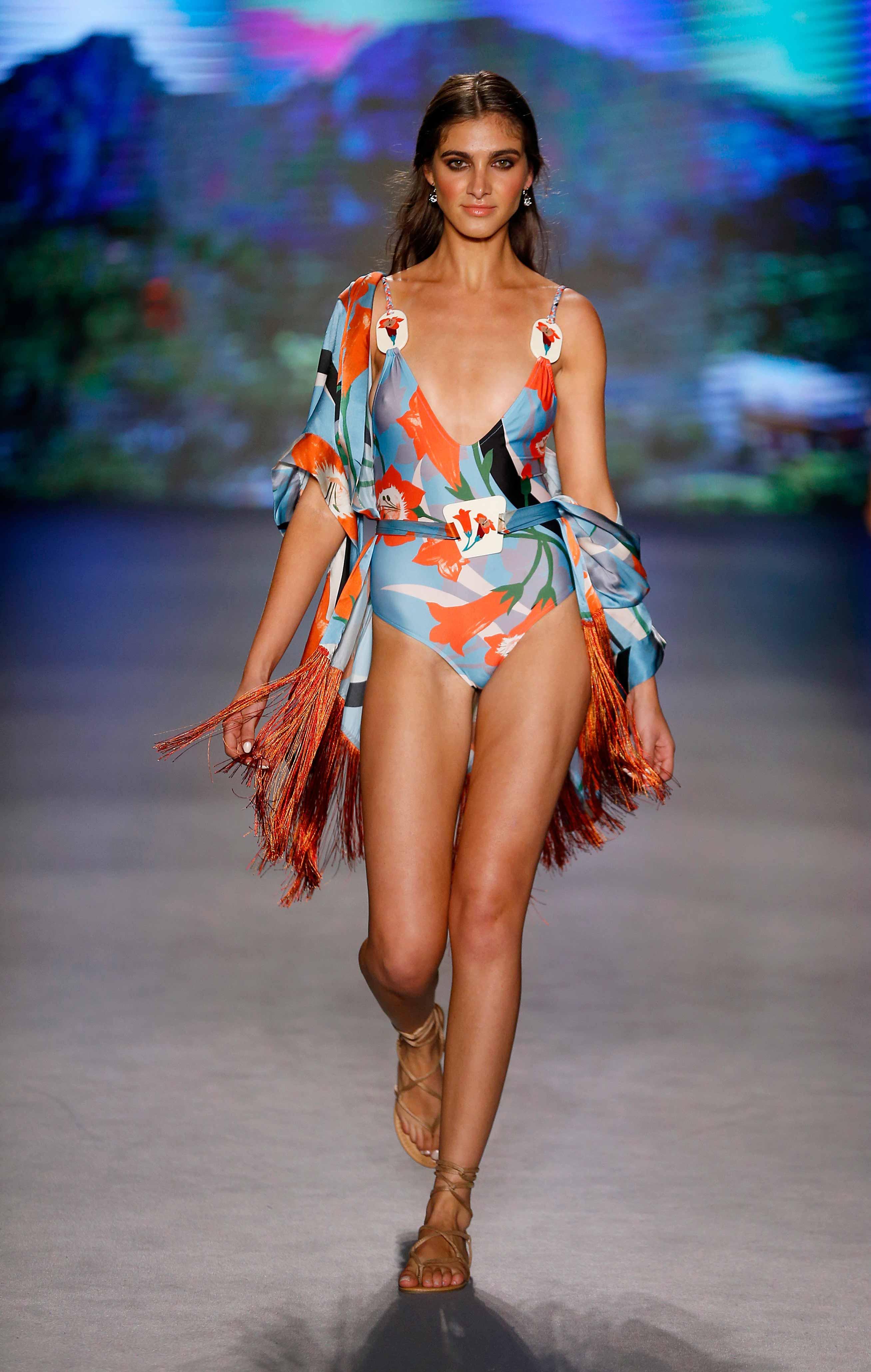 sins - Sinesia Karol apresenta seu verão 20 em Miami