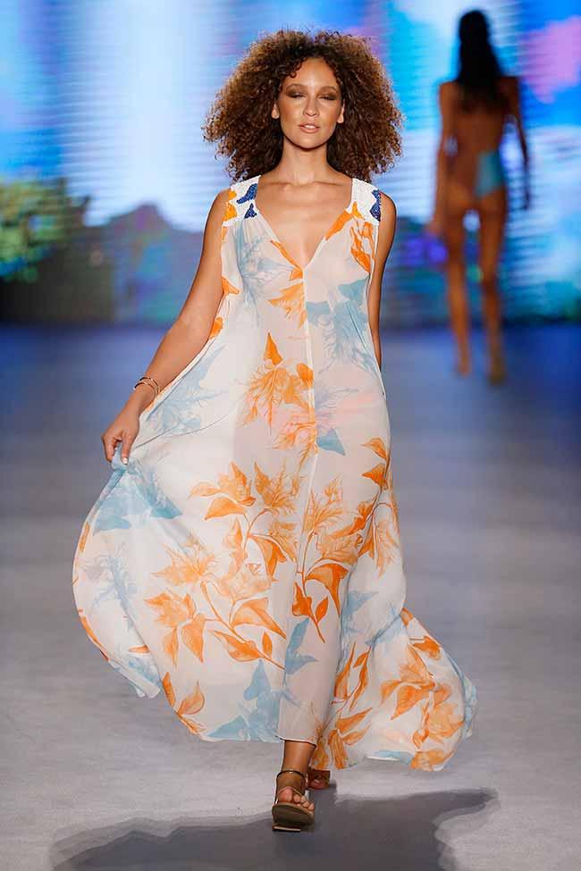 sins5 - Sinesia Karol apresenta seu verão 20 em Miami