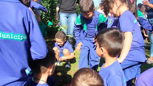 162 anos do município de Passo Fundo - Uma Criança, Uma Árvore realiza plantio em Passo Fundo