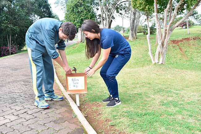 Colégio Imaculada Conceição instala placas em inglês no Parque Municipal Romeo Wolf1 - Alunos instalam placas em inglês em parque de Dois Irmãos