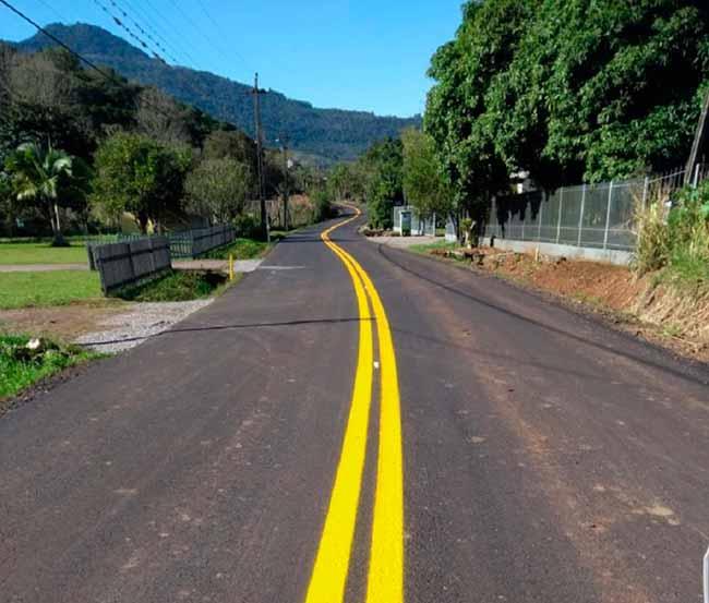 Daer conclui recuperação da pavimentação da VRS 827 em Nova Petrópolis - Daer conclui recuperação da VRS-827, em Nova Petrópolis