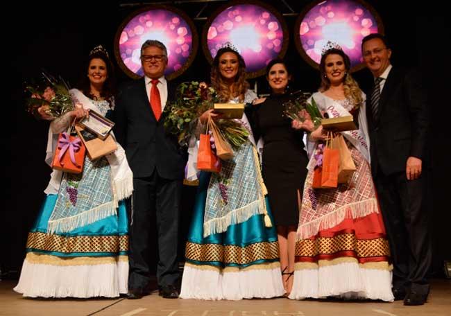 Fernanda Molon Andreazza é eleita Rainha da FenaVindima 2020 1 - Flores da Cunha elege Fernanda Molon Andreazza, Rainha da FenaVindima 2020