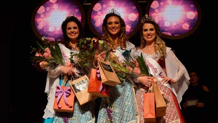Fernanda Molon Andreazza é eleita Rainha da FenaVindima 2020 3 - Flores da Cunha elege Fernanda Molon Andreazza, Rainha da FenaVindima 2020