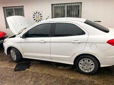 Ford ka foi recuperado - Casal é preso por guardar carros roubados em condomínio de São Leopoldo