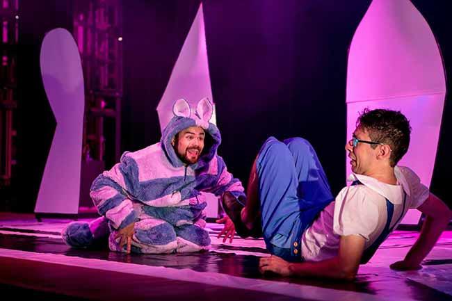 alice tocacoelho - Espetáculo infantil Alice - Além da Toca do Coelho em Porto Alegre de 10 a 25 de agosto