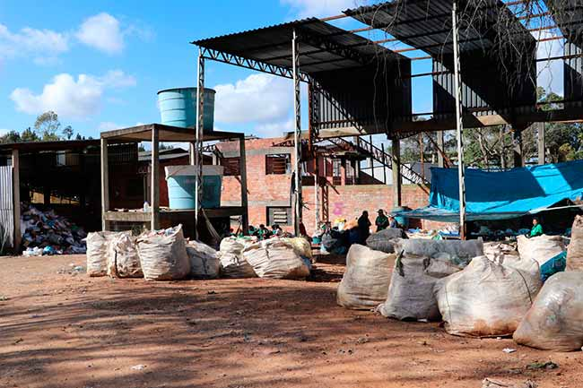 aterrgrav - Alunos visitam aterro sanitário de Gravataí