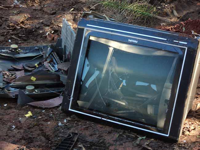 descarte irregular 2 - Fiscalização recolhe eletrônicos descartados de forma irregular em Estrela