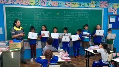 estudantes da Escola Castelo Branco 390x220 - Caxias do Sul: SMTTM promove segurança no trânsito na Escola Castelo Branco