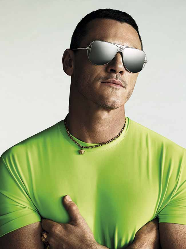 eye luke evans cmyk - Versace lança collab com Luke Evans