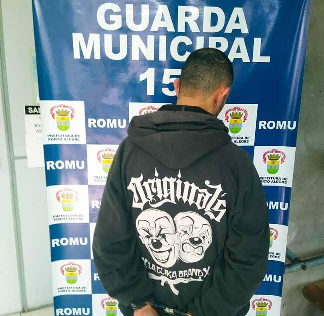 motprespoa - Motociclista é detido em blitz na zona Norte de Porto Alegre