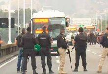 rio ponte seq 220x150 - Sequestrador de ônibus no Rio foi morto por atirador de elite