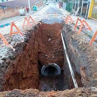 rua Dr. Montaury fica trancada - Caxias do Sul: Dr. Montaury fica trancada para desvio de rede de drenagem