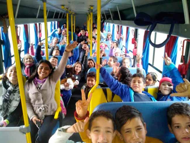 viamaoonibus - Viamão entrega ônibus escolar com acessibilidade para cadeirantes