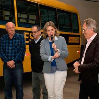nibus escolares de Pelotas RS 2 - Pelotas adquire novo ônibus para transporte escolar da zona rural