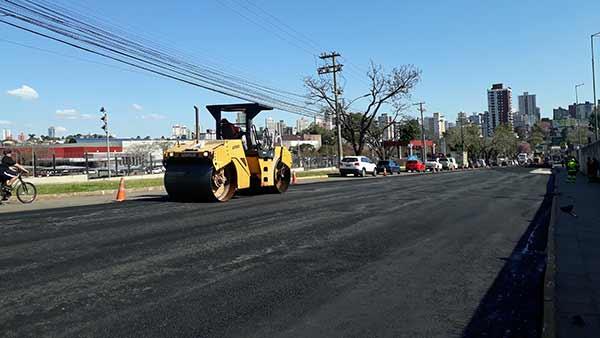 Passo Fundo pavimentação obras - Trabalho intenso na avenida Brasil em Passo Fundo