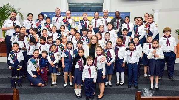 Primeira dama de Caxias do Sul 1 - Primeira-dama de Caxias do Sul visita crianças da Igreja Adventista do Sétimo Dia