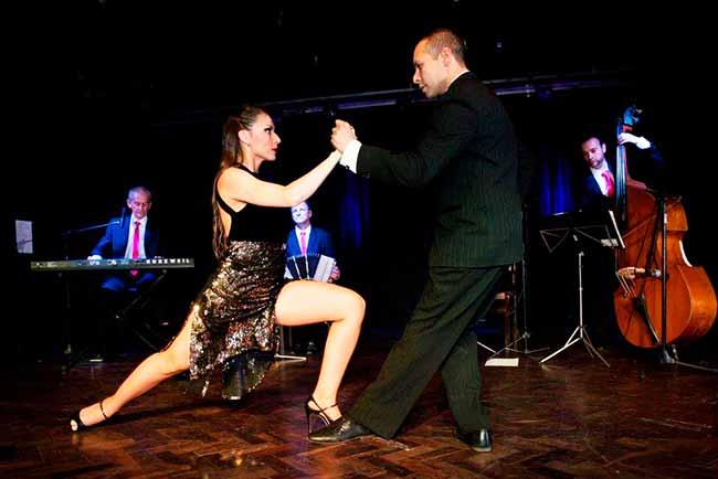 Tangos a Media Luz - Espetáculo de tango gratuito em Lagoa Vermelha
