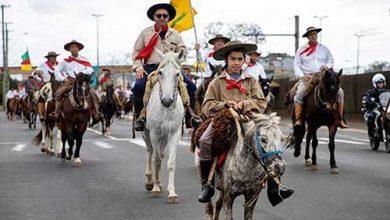 Vinicius Thormann desfile 20 de setembro canoas 390x220 - Desfile da Semana Farroupilha de Canoas tem participação recorde