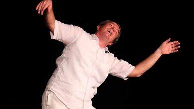 carlos simione 390x220 - Curso de teatro gratuito em Porto Alegre