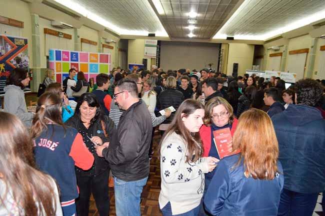 edflorescunha - Flores da Cunha realiza VI Feira de Ensino Médio