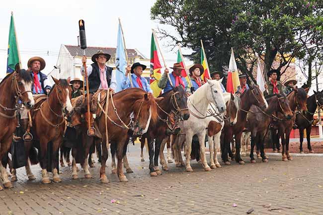 gravatcav - Chegada da Chama Crioula inicia Festejos Farroupilha em Gravataí