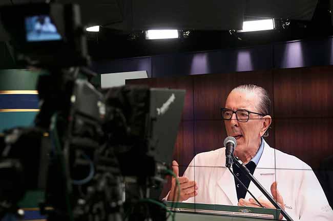 medico bolsonaro - Bolsonaro volta para a dieta líquida
