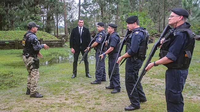 segurpoa - Espingardas calibre 12 serão usadas em barreiras policiais de Porto Alegre