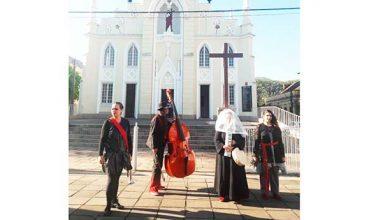 Photo of Grupo faz performance pelas ruas de São Leopoldo