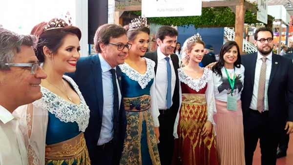 Flores da Cunha divulga atrações turísticas durante evento em Gramado - Revista News