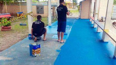 Photo of Policiais ajudam em manutenção de escola em Capão da Canoa