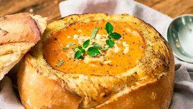 Foto de Sopa de tomate no pão